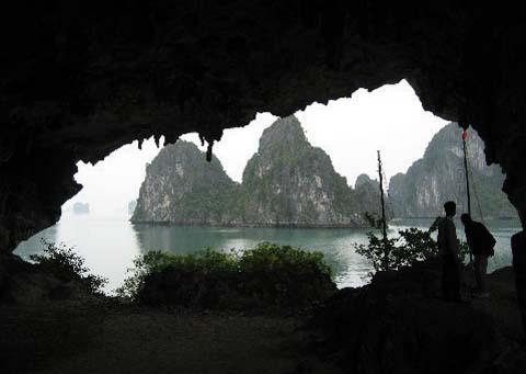 Vietnam's Ha Long Bay: A True Surrealistic Watercolor