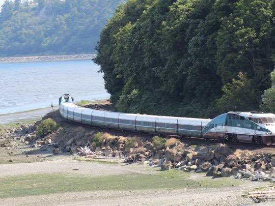 Sunday musings: Amtrak lies about profits, Slow airport construction, Cartoon Hotel